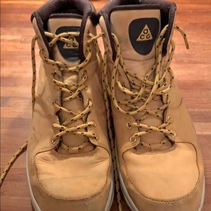 Authentic NIKE Men's leather Manoa boots size 14
